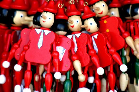 """Obrázek """"http://img.aktualne.centrum.cz/126/58/1265883-figurky-pinokia-v-kramecku.jpg"""" nelze zobrazit, protože obsahuje chyby."""