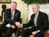 Schůzka Bushe a Topolánka v Oválné pracovně