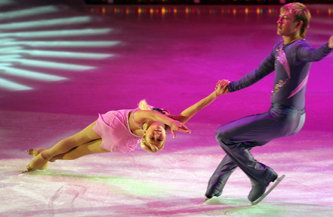 Krasobruselní, Julia Obertasová a Sergej Slavnov