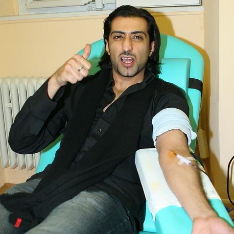 Darování krve - Ali Amiri