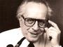 """<b>1. 1. - Zemřel Johannes Mario Simmel, továrna na bestsellery</b> - Ve věku 84 let zemřel na Nový rok populární rakouský spisovatel Johannes Mario Simmel. Jeho knihy se překládaly do skoro třicítky jazyků a prodalo se jich přes 70 milionů.<br>Simmel si vybíral atraktivní světy tajných služeb, drog, politiky nebo velkých peněz a téměř vždy je kombinoval s tragickým milostným příběhem. Psal i o eutanázii či právě zneužívání nových technologií. Mezi jeho další nejznámější knihy patří tituly Aféra Niny B., Všichni lidé bratry jsou, Svůj kalich hořkosti - a hlavně Láska je jen slovo, milostný příběh odehrávající se v prostředí soukromého školního internátu. <br><b><A href=""""http://aktualne.centrum.cz/kultura/umeni/clanek.phtml?id=626166"""">Další podrobnosti si přečtěte ve článku zde</A></b>"""