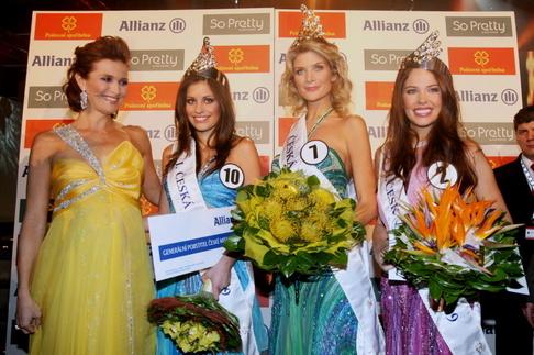 Finále České Miss 2009 - Michaela Maláčová, 1. Vicemiss Tereza Budková, Česká Miss Iveta Lutovská, 2. Vicemiss Zina Šťovíčková