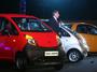 """<b>23. 3. - Nejlevnější auto je na trhu</b> -  Nejlevnější vůz světa si od tohoto dne mohou začít kupovat lidé v Asii. Agentury hlásí, že objednávky na model Nano, vytvořený indickou automobilkou Tata Motors, trhají rekordy.<br>Cena levného vozítka přímo z továrny činí100 tisíc rupií, tedy asi 40 tisíc korun. Ovšem prodejci k ceně přirazí nejspíš dalších 30 tisíc rupií - na daních a marži. Další příplatky čekají budoucí majitele například na klimatizaci.<br><b>Další podrobnosti si </b><A href=""""http://aktualne.centrum.cz/finance/doprava/clanek.phtml?id=632716""""><b>připomeňte ve článku zde</b></A>"""
