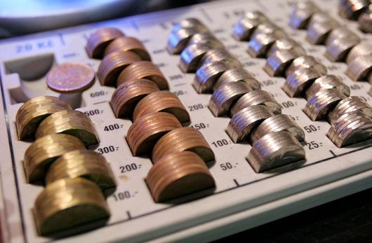 """<b>29. 9. - Vláda schválila návrh rozpočtu na příští rok</b> - Vláda schválila návrh rozpočtu na příští rok s deficitem 162,7 miliardy korun, tedy 5,2 procenta hrubého domácího produktu.<br>""""Přes víkend jsme horečně propočítávali,"""" řekl po jednání vlády ministr financí Eduarda Janota. A oproti původním plánům se deficit snížil o zhruba sto milionů korun.<br><b>Podrobnosti si <A href=""""http://aktualne.centrum.cz/domaci/politika/clanek.phtml?id=648740"""">připomeňte ve článku zde</A></b>"""