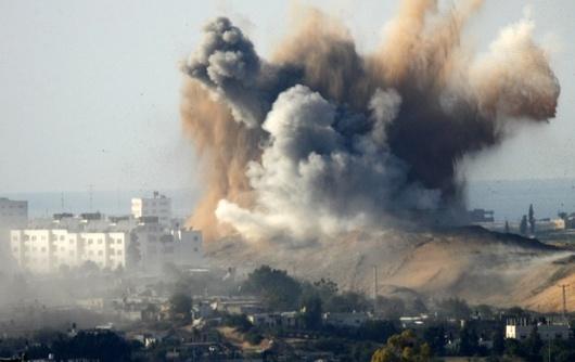 """<b>4. 1. - Gaza válečná</b> - Po osmidenním bombardování vyslal Izrael do pásma Gazy pozemní jednotky. Ofenziva, která stála životy mnoha civilistů a Gazu uvrhla do humanitární krize, byla reakcí na rakety, které ozbrojenci Hamásu na sklonku prosince vypálili na Izrael z pásma Gazy. """"Nadešla chvíle pro vojenský zásah v Gaze. Nebude to krátká operace.... Ale přišel čas bojovat,"""" uvedl Ehud Barak.<br><A href=""""http://aktualne.centrum.cz/zahranici/blizky-vychod/fotogalerie/2009/01/04/izraelska-vojska-vstoupila-do-gazy/foto/231580/""""><b>Snímky z ofenzivy si prohlédněte zde</b></A>"""