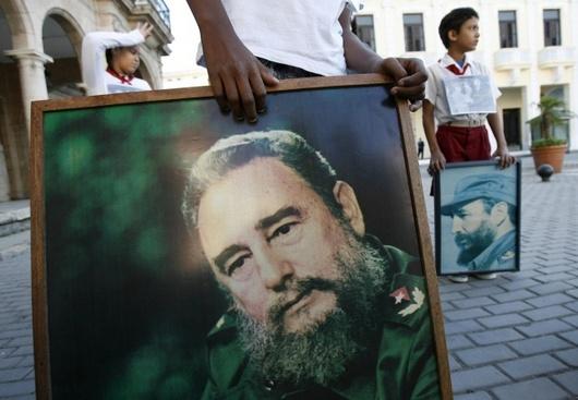 """<b>26. 10. - Sestra diktátora Castra donášela CIA</b> -  Mladší sestra Fidela a Raúla Castrových spolupracovala s americkou Centrální výzvědnou službou (CIA). <br>Juanita Castrová to prohlásila v rozhovoru s miamskou televizní stanicí Univisión-Noticias 23.<br>Bratři Castrové se ujali vlády nad ostrovem prvního ledna 1959. Juanita revoluci nejprve podporovala, brzy se jí však znelíbila. Podle ní Fidel zradil své ideály, když se obrátil ke komunismu a Sovětskému svazu.<br><b>Připomeňte si tuto událost <A href=""""http://aktualne.centrum.cz/zahranici/amerika/clanek.phtml?id=651126"""">ve článku zde</A></b>"""