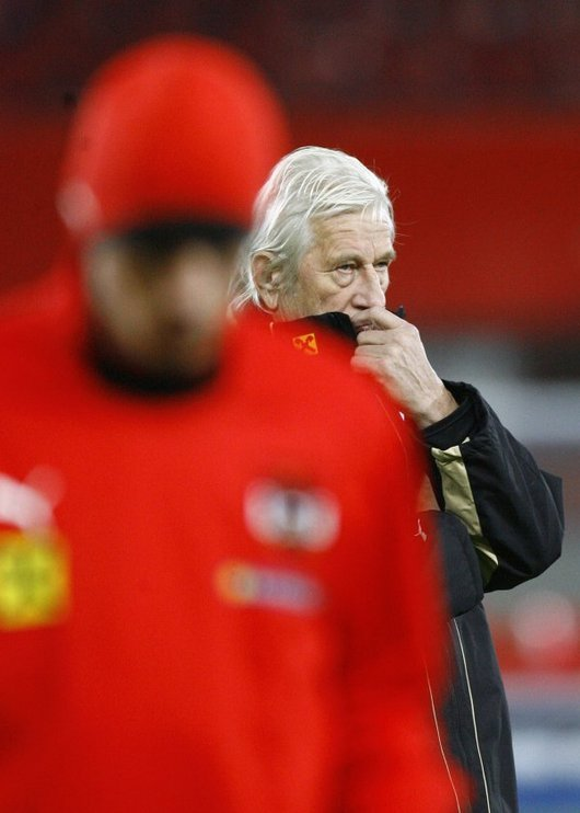 """<b>2. 3. - Rakušané vyhodili Brücknera</b> - Karel Brückner prohrál s Rakouskem pět zápasů v řadě - v tom posledním nestačil jeho tým na Švédy. A tak přišel jeho pád. Tamní fotbalový svaz v pondělí rozhodl o tom, že ho odvolá z postu hlavního trenéra národního týmu.<br>Zkušený """"lodivod"""", který zaznamenal mezinárodní úspěchy především s českou reprezentací, čelil v posledních měsících tvrdé kritice jak ze strany fotbalových médií, tak odborníků. <br><b>Další podrobnosti si </b><A href=""""http://aktualne.centrum.cz/zpravy/clanek.phtml?id=630968""""><b>připomeňte ve článku zde</b></A>"""