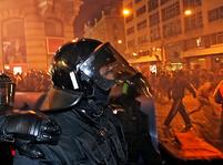 Anarchisté a neonacisté v Praze - bitky a zatýkání.