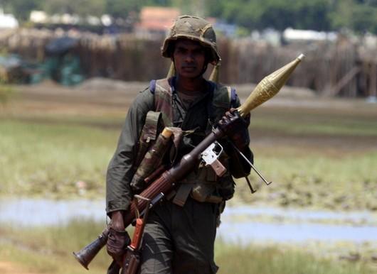"""<b>24. 5. - Konec války na Srí Lance</b> - Občanská válka na Srí Lance patří definitivně minulosti. Po oficiální proklamaci svého vítězství v 26letém konfliktu, které v úterý učinila srílanská vláda, se nyní i  poražená povstalecká organizace Tygři osvobození tamilského Ílamu (LTTE) zřekla dalšího ozbrojeného boje a avizovala záměr prosazovat práva tamilské menšiny na ostrově nenásilnou cestou.<br>Tamilští tygři také vůbec poprvé přiznali, že jejich vůdce Velupillai Prabhakaran je po smrti.<br><b>Připomeňte si tuto událost <A href=""""http://aktualne.centrum.cz/zahranici/asie-a-pacifik/clanek.phtml?id=638161"""">ve článku zde</A></b>"""