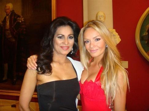 Taťána Kuchařová v Londýně - Taťána a Miss World z Portorika