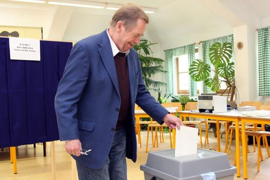 """<b>8. 6. - To jsou oni: noví zástupci Čechů v EP</b>  - Projděte si přehled končících a nově zvolených poslanců Evropského parlamentu.<br><b>Kompletní grafický přehled<A href=""""http://aktualne.centrum.cz/domaci/politika/clanek.phtml?id=639379"""">naleznete zde</A></b>"""