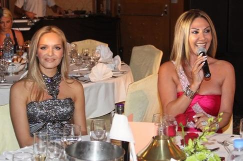 Závěrečný galavečer Miss ČR v Dubaji - Táňa Kuchařová a místní zpěvačka SAR