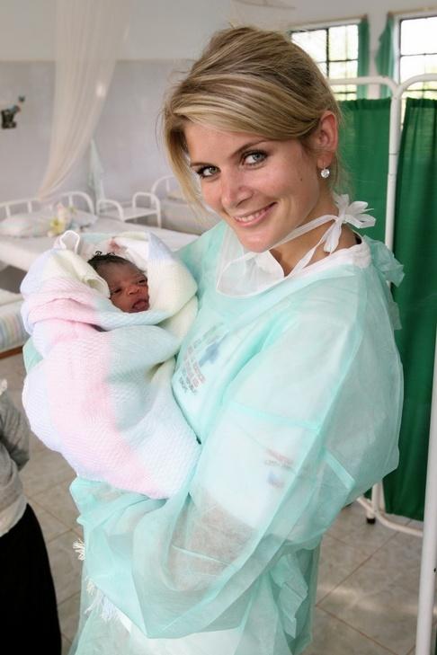 Iveta Lutovská asistovala u porodu děvčátka v Keni