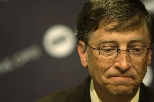 """<b>11. 3. - Boháči v éře krize: Vede Gates</b> - Bill Gates se vrátil do čela žebříčku nejbohatších lidí světa sestavovaného časopisem Forbes, ze kterého ho loni sesadil americký investor Warren Buffett. <br>Hodnotu Gatesova majetku Forbes odhadl na 40 miliard USD, Buffettovi letos s majetkem 37 miliard dolarů (784,4 miliardy Kč) patří druhá příčka. Celkově se počet miliardářů kvůli krizi proti loňskému roku snížil o třetinu na 793 a jejich celkový majetek klesl o polovinu na 2,4 bilionu dolarů.<br><b>Další podrobnosti si </b><A href=""""http://aktualne.centrum.cz/finance/penize-a-investice/clanek.phtml?id=631750""""><b>připomeňte ve článku zde</b></A>"""
