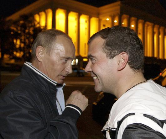 """<b>2. 3. - Putinovci vítězní</b> - Strana Jednotné Rusko, jejímž předsedou je premiér Vladimir Putin, jasně vyhrála volby v devíti ruských regionech. Na základě předběžných výsledků zveřejněných ústřední volební komisí získali Putinovci v jednotlivých regionech mezi 49 a 79 procenty hlasů.<br>Podle pozorovatelů se jednalo o první velký test popularity tandemu Dmitrij Medveděv (na snímku vpravo) - Vladimir Putin během hospodářské krize, která zasáhla Rusko nebývale tvrdě. <br><b>Další podrobnosti si </b><A href=""""http://aktualne.centrum.cz/zahranici/evropa/clanek.phtml?id=630889""""><b>připomeňte ve článku zde</b></A>"""