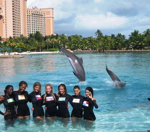 Iveta Lutovská na Miss Universe pózovala s delfíny