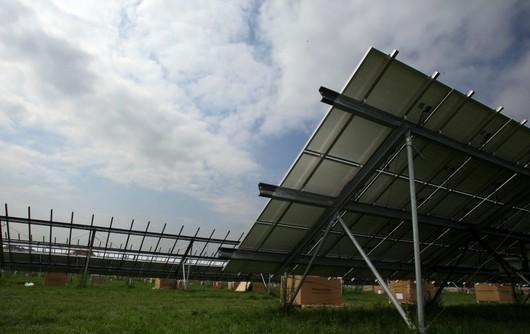 Solární energie se ale může využívat, i když není úplně slunečno. Výroba elektřiny je nepřerušená a samozřejmě zadarmo.