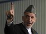 """<b>2. 11. - Karzáí kontumačně prezidentem</b> - Afghánská volební komise vyhlásila dosavadního prezidenta Hamída Karzáího (na snímku) vítězem prezidentských voleb. <br>Učinila tak krátce poté, co zrušila druhé kolo hlasování, které se mělo uskutečnit 7. listopadu.<br>Z volebního klání nečekaně odstoupil Karzáího hlavní protikandidát - bývalý ministr zahraničí Abdulláh Abdulláh - a Karzáí tak neměl soupeře.<br><b>Připomeňte si tuto událost <A href=""""http://aktualne.centrum.cz/zahranici/asie-a-pacifik/clanek.phtml?id=651745"""">ve článku zde</A></b>"""