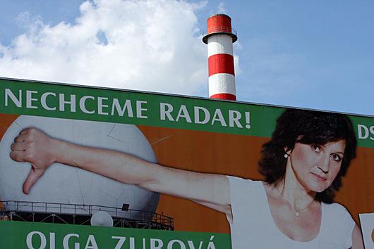 """<b>6. 11. - USA nabídly Česku náplast za radar</b> - Zapojení České republiky do nového amerického systému protiraketové obrany se může pohybovat směrem """"technické spolupráce"""", ale i """"zapojení určitých zařízení"""", řekl v Praze náměstek amerického ministra obrany Alexander Vershbow. <br>Podle něj se bude jednat o radarový """"hardware"""" a americká strana předala Česku """"několik konkrétních návrhů"""", jak by taková spolupráce mohla vypadat. <br><b>Připomeňte si tuto událost <A href=""""http://aktualne.centrum.cz/zahranici/evropa/clanek.phtml?id=652265"""">ve článku zde</A></b>"""