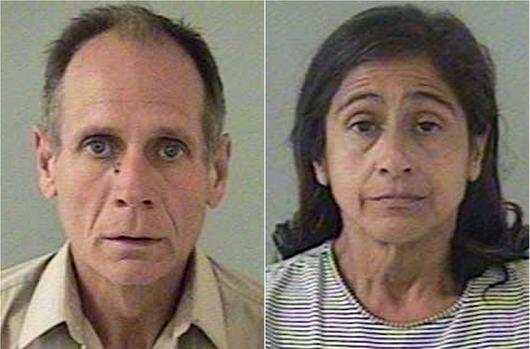 """<b>28. 8. - Únosce věznil dívku 18 let, má s ní dvě děti</b> - Před osmnácti lety zmizela tehdy jedenáctiletá kalifornská školačka Jaycee Lee Dugardová, když šla na zastávku autobusu.<br>Nikdo o ní od té doby neslyšel, nikdo jí neviděl. Až do čtvrtka, kdy se znovu objevila jako devětadvacetiletá matka dvou dětí. Dívek ve věku jedenácti a patnácti let.<br>Otcem je únosce Dugardové, čtyřiapadesátiletý Phillip Garrido. Už dříve trestaný sexuální násilník, který podle svých slov změnil svůj život a stal se hluboce věřícím křesťanem.<br>Na snímku je Garrido a jeho žena Nancy: Nyní jsou obviněni za 29 deliktů včetně únosu a znásilňování.<br><b>Podrobnosti si <A href=""""http://aktualne.centrum.cz/zahranici/amerika/clanek.phtml?id=646089"""">připomeňte ve článku zde</A></b>"""