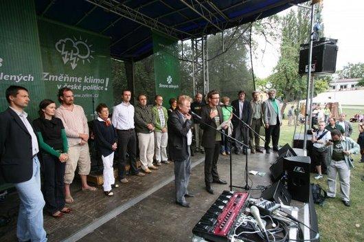 Strana Zelených uspořádala svojí kampaň v parku.