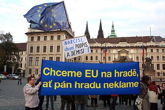 """<b>30. 10. - Klaus dostal lisabonskou výjimku</b> - Česko dostalo výjimku z listiny základních práv Evropské unie. Shodl se na tom unijní summi.<br>Dojednání výjimky si dal jako podmínku k podpisu Lisabonské smlouvy o reformě EU prezident Václav Klaus.<br>Prezident Klaus je podle premiéra Jana Fischera s dojednaným textem výjimky srozuměn a nemá s ním problém. Nebude si už klást další podmínky svého podpisu.<br><b>Připomeňte si tuto událost <A href=""""http://aktualne.centrum.cz/zahranici/evropska-unie/clanek.phtml?id=651494"""">ve článku zde</A></b>"""