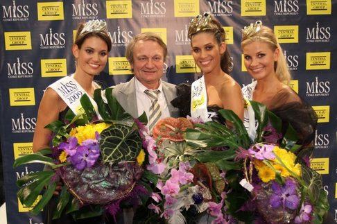 1. Vicemiss ČR 2009 Lucie Smatanová, Jiří Adamec, Miss ČR 2009 Aneta Vignerová a 2. Vicemiss ČR 2009 Hana Věrná