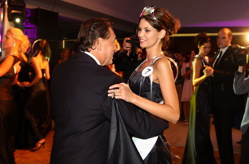 Večírek Miss ČR 2009 - Karel Gott a 1. Vicemiss Lucie Smatanová