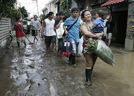 """<b>1. 11. - Tropická bouře zabíjela</b> - Filipíny postihla od září už čtvrtá tropická bouře - Mariniae. Tentokrát si vyžádala nejméně 14 lidských životů a poškodila tisíce obydlí.<br>Předchozí bouře připravily o život více než 900 lidí, část Manily je stále pod vodou. V nouzových přístřešcích už týdny žije 87 tisíc lidí, kteří se kvůli zaplaveným nebo poničeným obydlím nemohou vrátit domů.<br><b>Připomeňte si tuto událost <A href=""""http://aktualne.centrum.cz/zahranici/asie-a-pacifik/clanek.phtml?id=651643"""">ve článku zde</A></b>"""