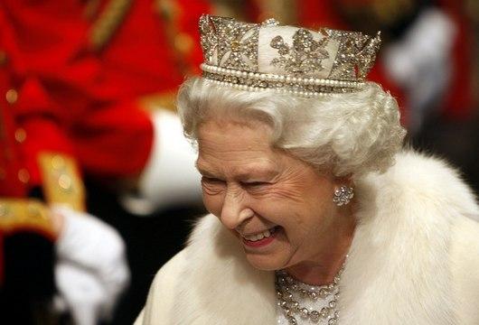 """<b>5. 5. - Britská královna e-mailuje</b> - Královna Alžběta i přes svůj věk stále drží krok s dobou. Minulý týden poslala svůj první oficiální e-mail. Elektronická pošta byla určena 23 mladým lidem z celého světa, kteří na královské webové stránky píší své blogy o životě v Commonwealthu. <br><b>Připomeňte si tuto událost <A href=""""http://aktualne.centrum.cz/zpravy/kuriozity/clanek.phtml?id=636537"""">ve článku zde</A></b>"""