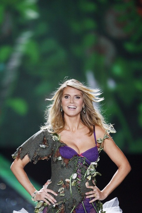 Victoria's Secret Fashion Show 2009 - Heidi Klumn