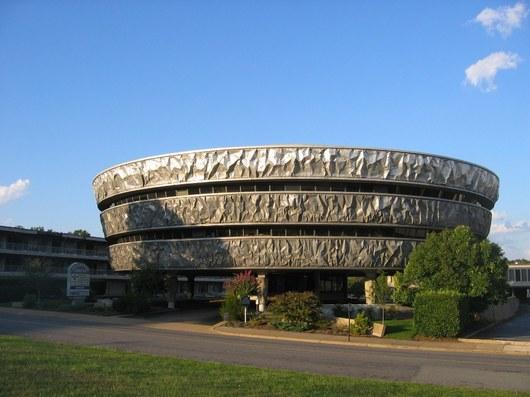 Inspiraci pro budovu Markel v Richmondu si pr� vzal architekt z pečen� brambory, kter� mu byla serv�rov�na na slavnostn� večeři Americk�ho institutu architektů. Z v�sledn� realizace lze usoudit, že na pověsti něco pravdy určitě bude.