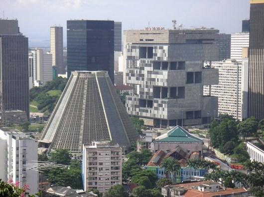 Hlavní budova naftařské společnosti Petrobras v Rio de Janeiru, která podle hodnotitelů vypadá jako věznice postavená z kostiček lega, se umístila na šestém místě.