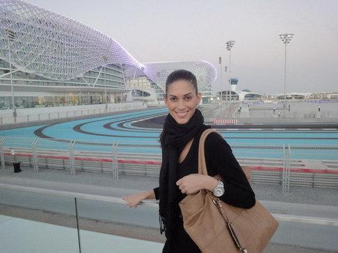 Aneta Vignerová na Miss World - u okruhu F1 v Abú Dhabí
