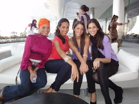 Aneta Vignerová na Miss World - v Abú Dhabí u hotelu