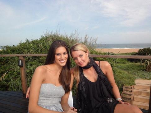 Aneta Vignerová na Miss World - u hotelového bazénu v Durbanu s Miss Dánsko