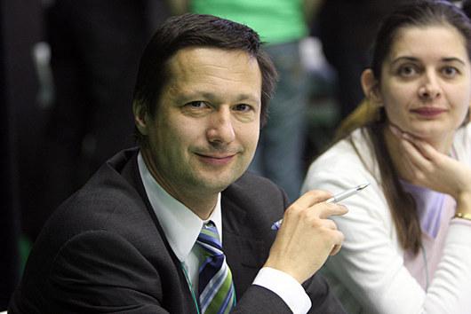 """<b>17. 12. - Konec koalice, Prahu má pod palcem ODS</b> - Radu hlavního města mají pod kontrolou jen občanští demokraté. Rezignovali totiž dva koaliční radní - náměstkyně primátora Markéta Reedová (SNK ED) a radní za Stranu zelených Petr Štěpánek. Pražští občanští demokraté je kritizovali především za to, že v některých záležitostech nezastávají názor radnice a hlasují proti většinové ODS.<br><b>Připomeňte si událost<A href=""""http://aktualne.centrum.cz/domaci/politika/clanek.phtml?id=656010"""">ve článku zde</A></b>"""
