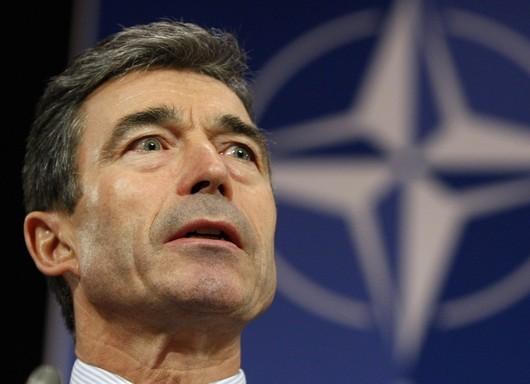 """<b>1. 8. - NATO má nového šéfa</b> -  Novým generálním tajemníkem NATO se oficiálně stal bývalý dánský premiér Anders Fogh Rasmussen. Ve funkci vystřídal Nizozemce Jaapa de Hoop Scheffera.<br>Dánský politik měl v cestě do aliančního křesla mocné odpůrce v Turcích. Na scénu mezinárodní politiky se totiž vrátily už téměř zapomenuté karikatury proroka Mohameda, které na konci roku 2005 popudily islámský svět a zvedly mezi muslimy vlnu odporu a nenávisti vůči Dánsku.<br>Až Barack Obama a italský premiér Silvio Berlusconi coby vyjednavači zlomili jejich odpor na summitu NATO ve Štrasburku.<br><b>Podrobnosti si <A href=""""http://aktualne.centrum.cz/zahranici/evropa/clanek.phtml?id=633983"""">připomeňte ve článku zde</A></b>"""