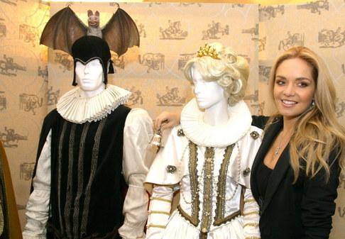 Taťána Kuchařová na výstavě rekvizit se seriálu Arabela