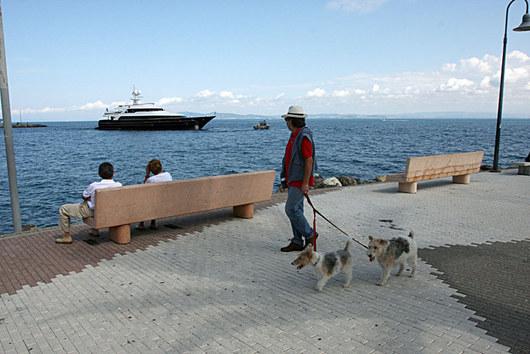Některé jachty stojí za ohlédnutí i pro obyvatele Monte Argentaria.
