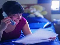 Hovory mobilem před spaním mohou zhoršit spánek