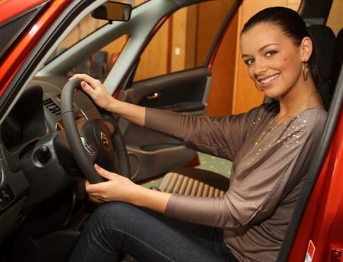 Jitka Válková převzala klíče od nového vozu Suzuki