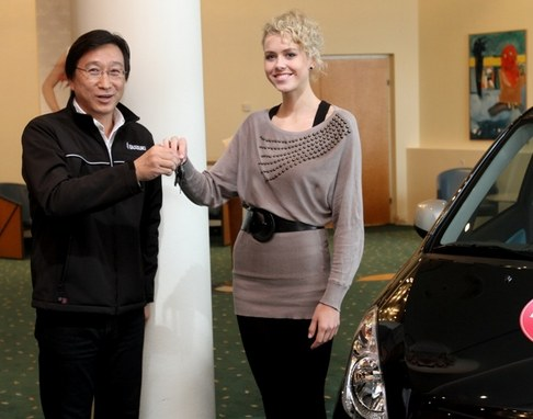 Veronika Machová převzala klíče od nového vozu Suzuki