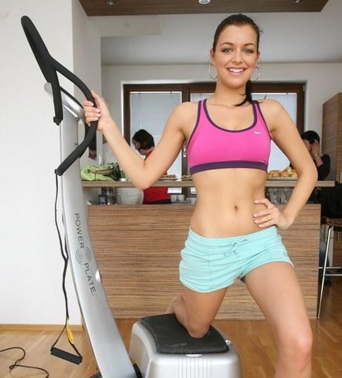 Miss Jitka Válková cvičí doma na Power Plate