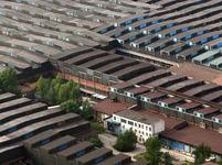Také tady má pravý úhel svou váhu. Tovární haly Nové huti v Ostravě.