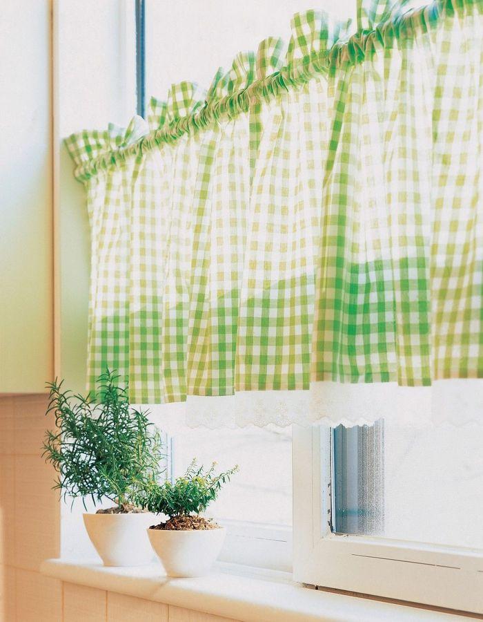 Krátké záclony do kuchyňských oken, hlavně pokud vedou do