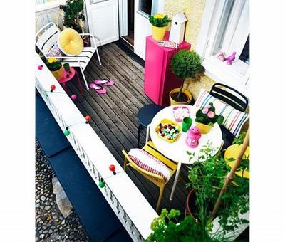 promna balkonu v krsnou zahradu. Black Bedroom Furniture Sets. Home Design Ideas