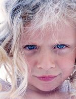 Poh�dka na v�kend: O hol�i�ce s modr�mi vlasy