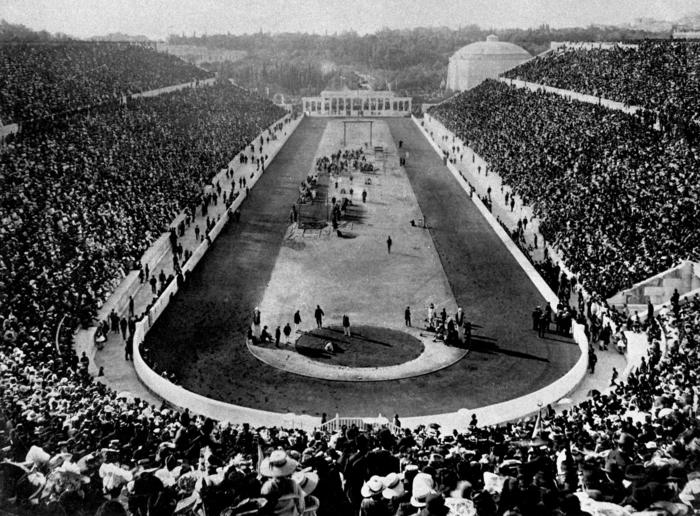 A zde už jsme v Aténách. První novodobá olympiáda začíná. Píše se rok 1896.