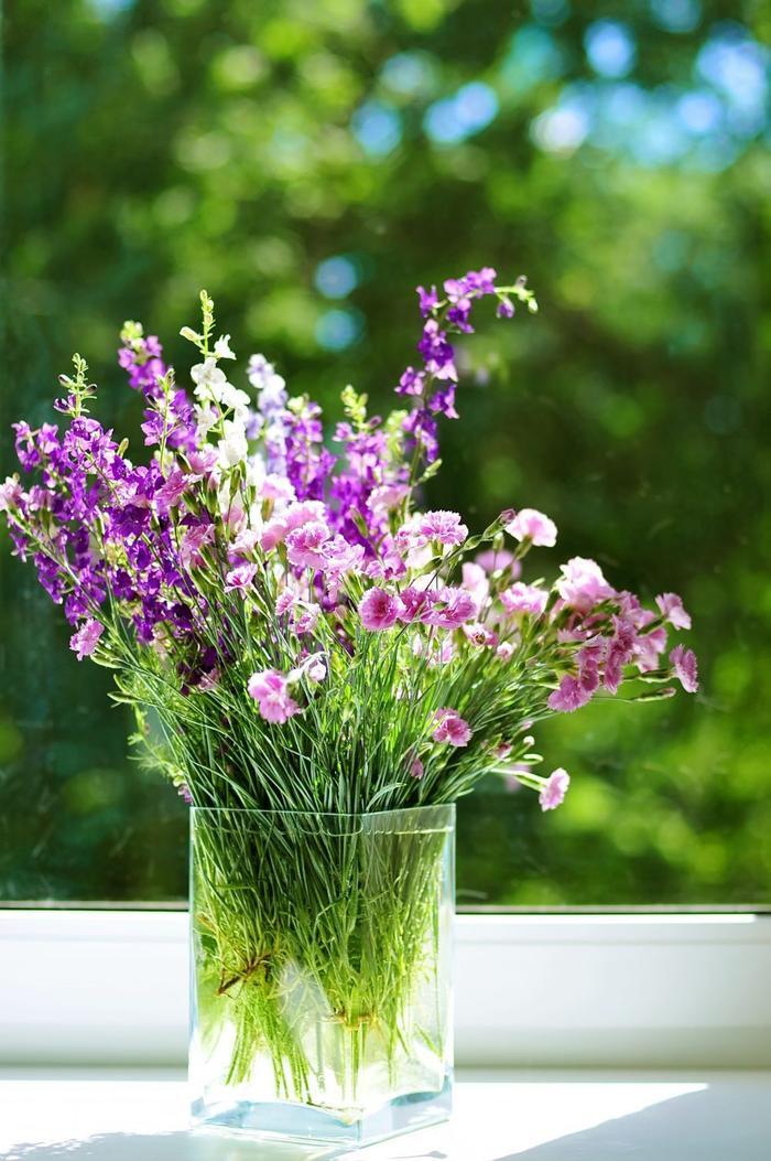 Kytice tón v tónu růžové aranžmá ze zahradních karafiátů